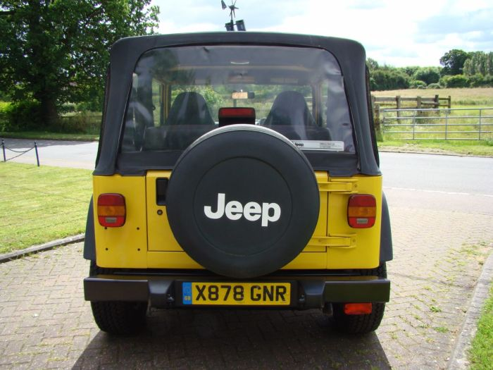 Jeep Wrangler WRANGLER SPORT 2.5 Estate Petrol Yellow