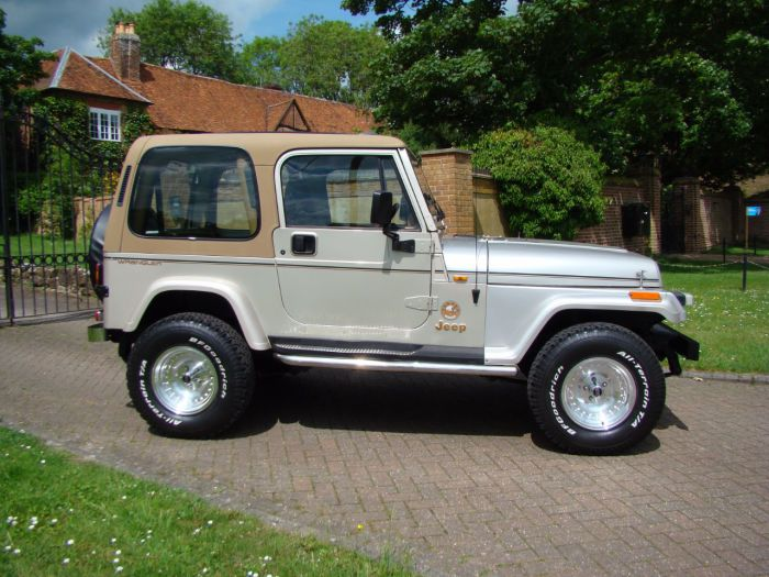 Jeep Wrangler 4.0 YJ Sahara Manual Four Wheel Drive Petrol Beige