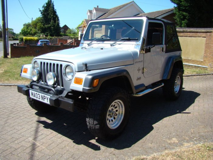 Jeep Wrangler 4.0 Grizzly 2dr Soft Top Convertible Petrol Silver